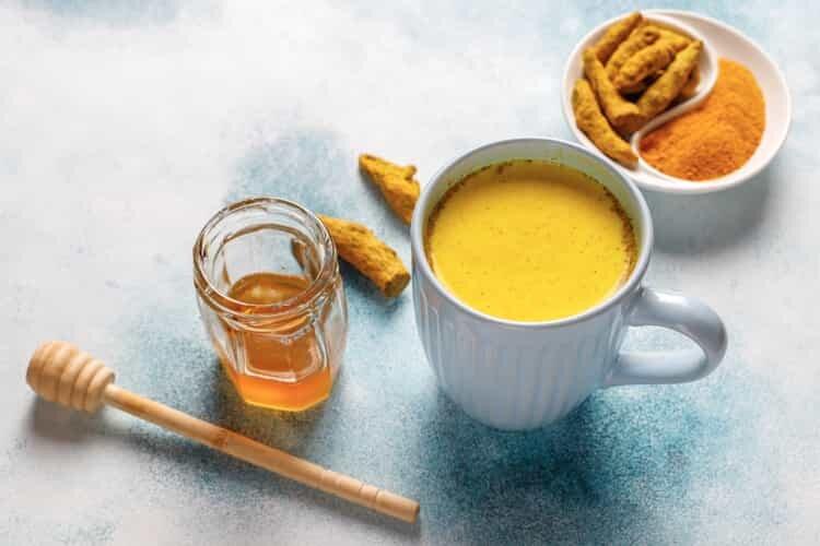 Zerdeçal Latte (Golden Milk) Tarifi ve Faydaları