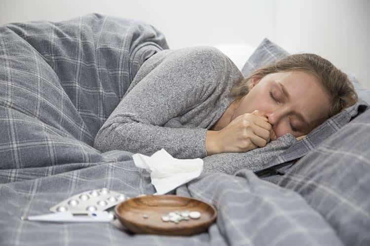 Boğaz Ağrısı Koronavirüs Belirtisi Mi? Başka Hangi Belirtiler Covid-19 Olduğunuzu Gösterir?