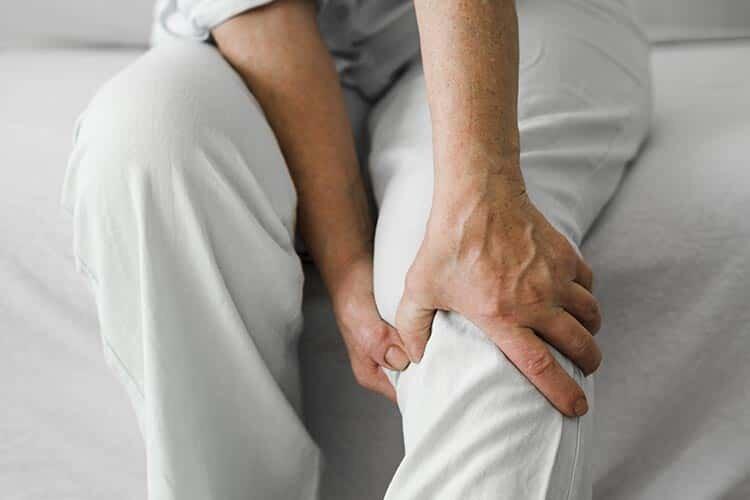 Fibromiyalji Huzursuz Bacak Sendromu Gibi Rahatsızlıkları Tetikliyor Olabilir Mi?
