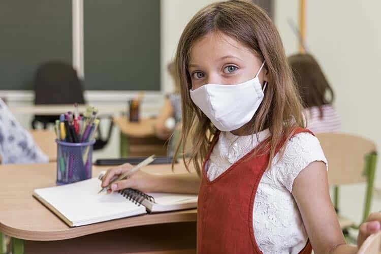 Çocukları Okula Geri Göndermek Güvenli mi? Ebeveynlerin Grip ve COVID-19 Hakkında Bilmesi Gerekenler