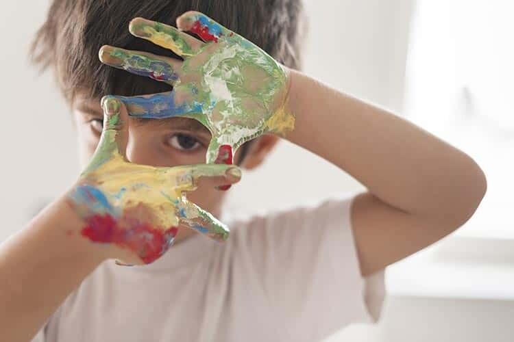 Dikkat Eksikliği ve Hiperaktivite Bozukluğu Olan Çocuğa Nasıl Davranmalı? Ebeveynler İçin İpuçları: Yapılması ve Yapılmaması Gerekenler